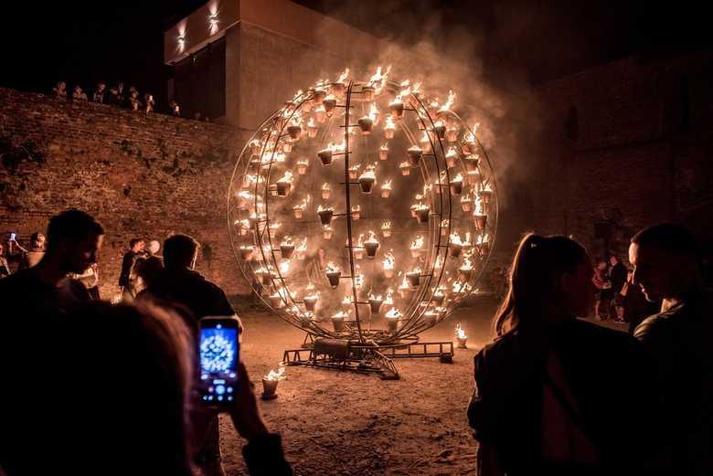 21.08.2018 Torun 10. Bella Skyway Festival N/z Installation de feu fot. Lukasz Piecyk/REPORTER